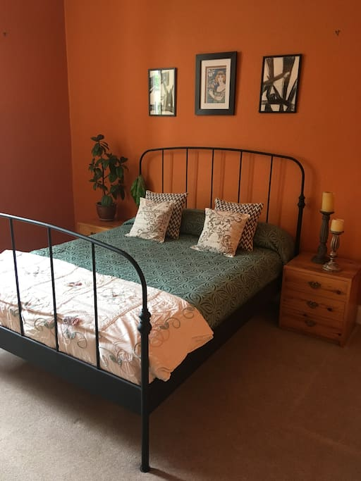 Cosy double bedroom with king size bed