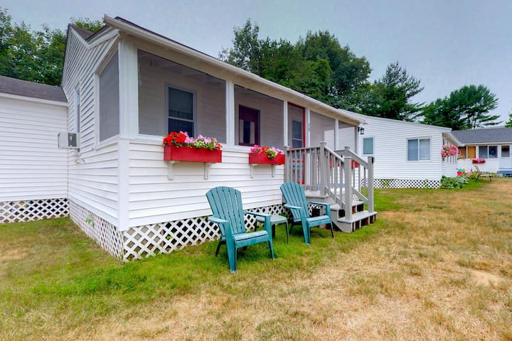 Cozy cottage w/ patio & shared pool - near the beach