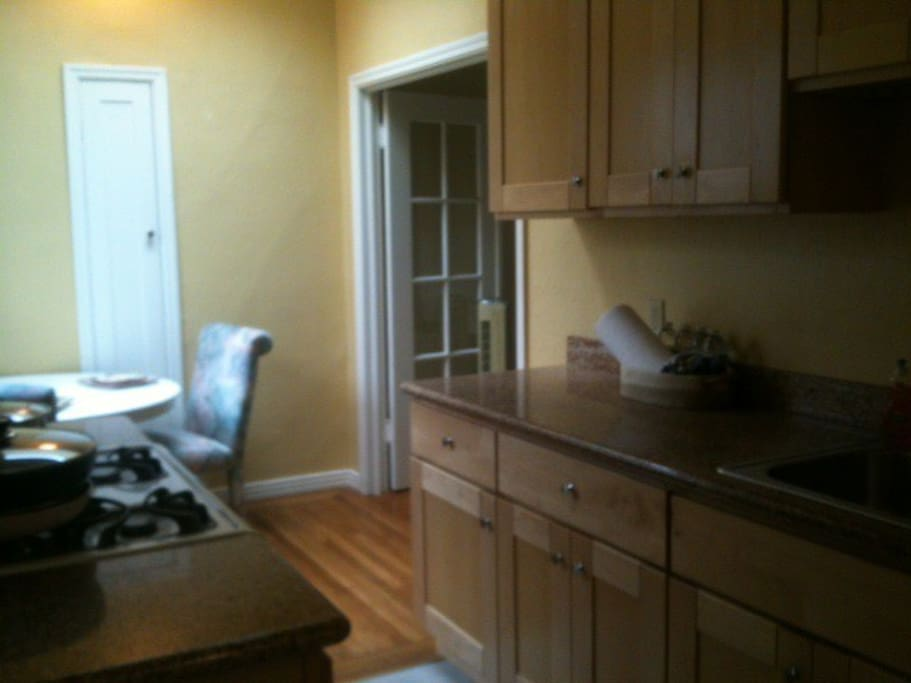 Fully equipped kitchen with gas stove/oven