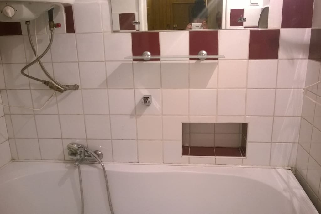 bathroom with a tub