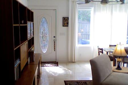 Luxury 1 Bedroom - Walk to Village - St Simons
