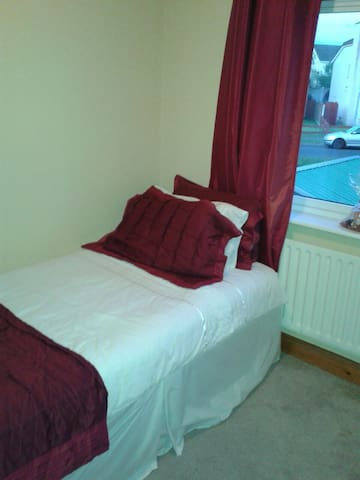 Cosy single room in Carlow town - WiFi & parking - Carlow - บ้าน