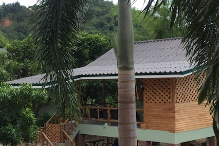Farm Fish  Cottage & Balcony - Sattahip - Talo
