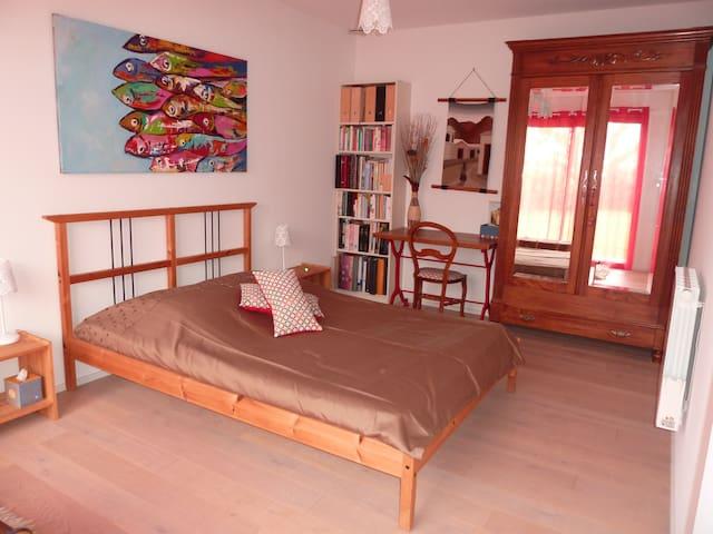 Chambre avec petit déjeuner dans maison en bois