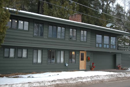 Adirondack guest lodging on the Raquette River. - Tupper Lake - Haus