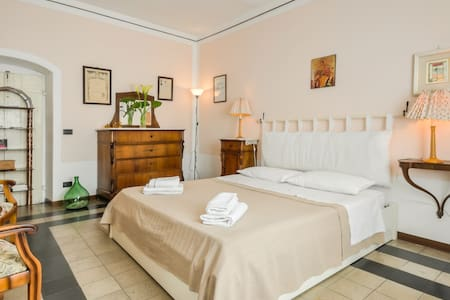 Lovely b&b/apt with river view - Bosa