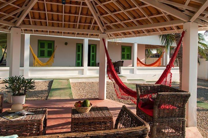 A Vila Yoga é localizada a 50 metro - Fortim pontal do maceio - House