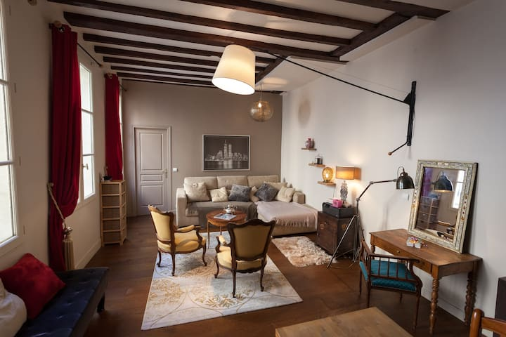 Beautiful cosy bedroom Marais-Répu.