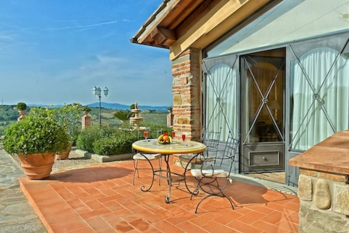 Beautiful apartment in a Tuscan property on a hill with pool and splendid view