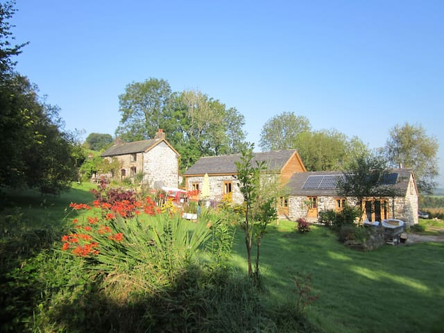 Stylish, secluded, 5*, eco, pet-friendly Cottage - Carno - Hus