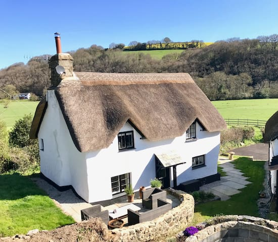 Luxury, isolated thatched Devon bolthole