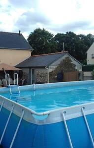Maisonnette aux portes de broceliande avec piscine