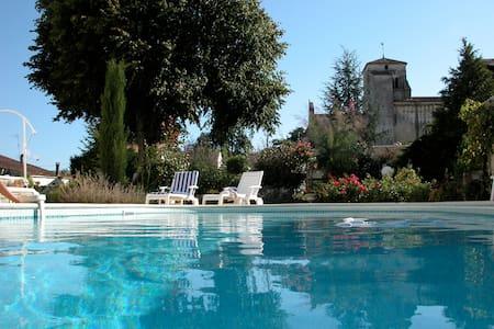 MAISON CHARENTAISE AVEC PISCINE - Villars-en-Pons - Haus