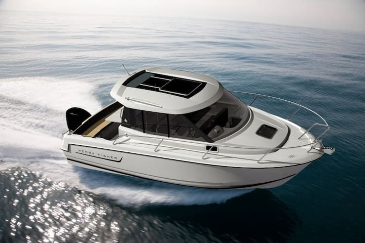 6,5m motor boat Merry Fisher 645