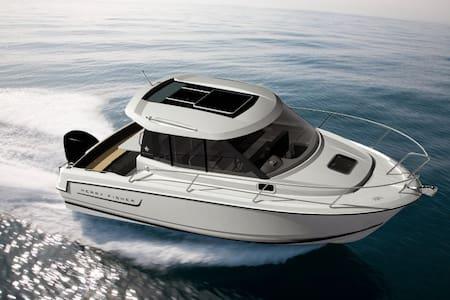 6,5m motor boat Merry Fisher 645 - Lucija
