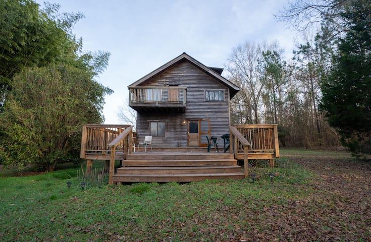 Family friendly farmhouse available longterm