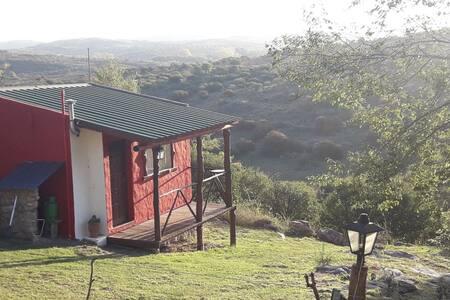 Cabaña con vista a las sierras.