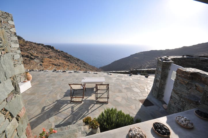 3 bedroom stylish Folegandros  house with views - Ano Meria - Casa de campo
