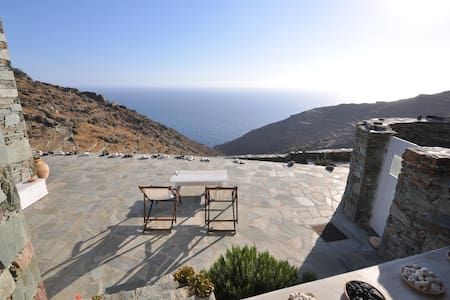 3 bedroom stylish Folegandros  house with views - Ano Meria