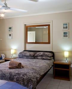 Double Room with Ensuite Bathroom - Scarness - Blockhütte