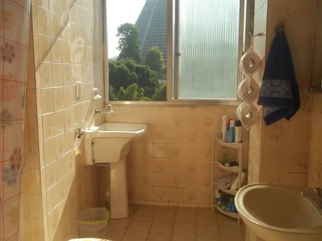 Banheiro arejado