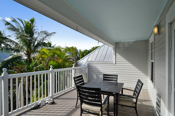 CITY CAY Sleek, Modern and Romantic, Walk to All Restaurants + Attractions