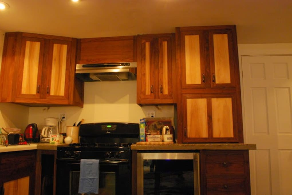 Well equipped kitchen, custom cabinets and counters