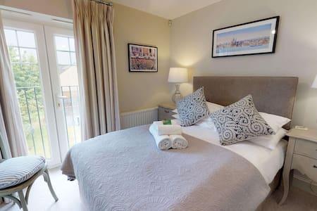 The Marlborough Suite Vanbrugh Apartments