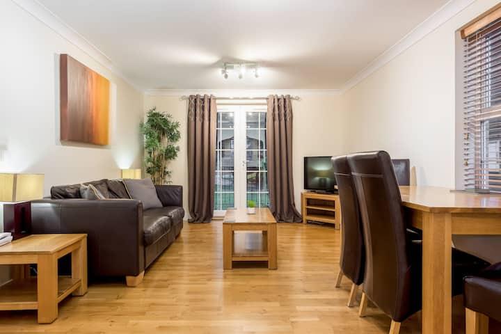 Stylish 2 bed apartment at Smeaton Court, Newbury