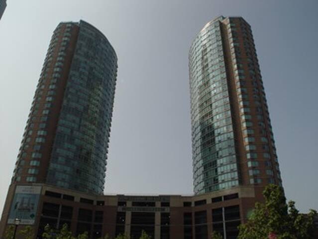 Hudson Street Suites