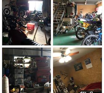 自動車・バイクの修理工場の二階! - House