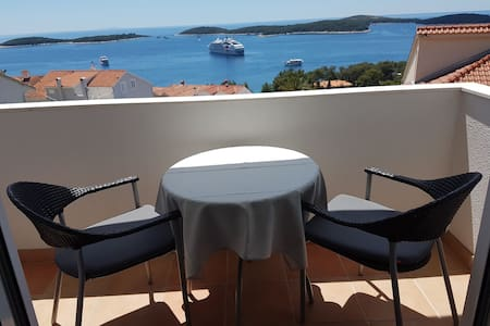 Studio apartment with stunning view in Hvar at J&B