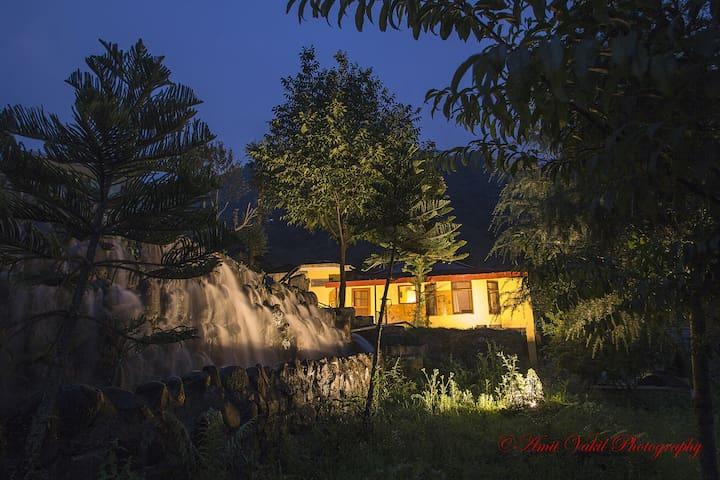 H2O House - Chamba - Huis