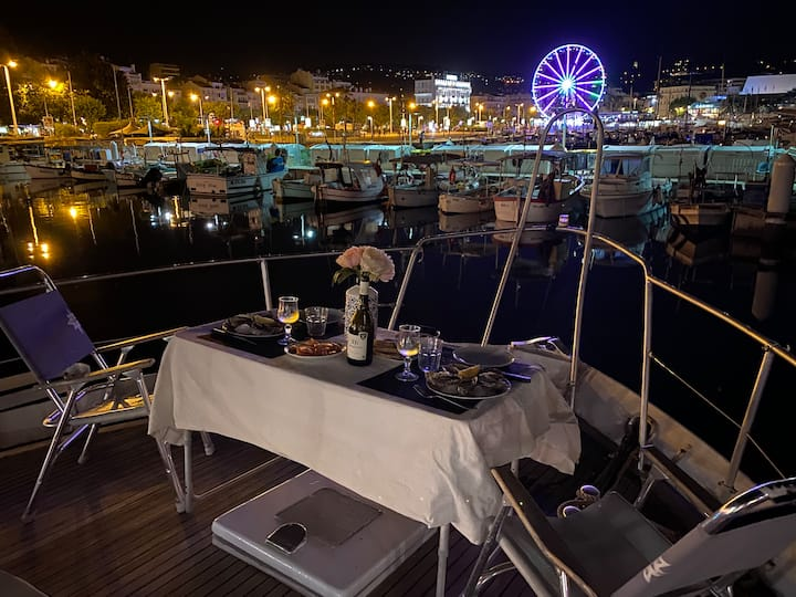 Yacht centre cannes vue mer insolite