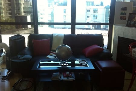 Bright Yaletown Condo for rent - Vancouver - Byt