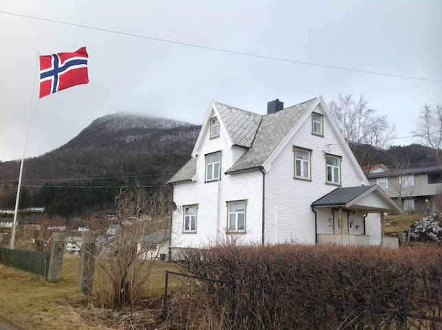 HEIMEN - cosy old house in Kjøpsvik, Nordland