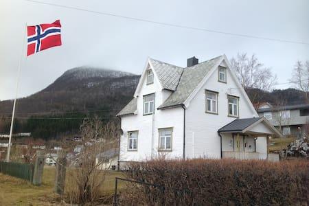 Heimen cosy old house , new address Johollavn.40