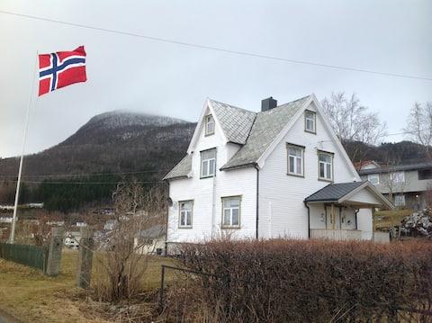 Heimen cosy old house,Johollav.40 Kjøpsvik