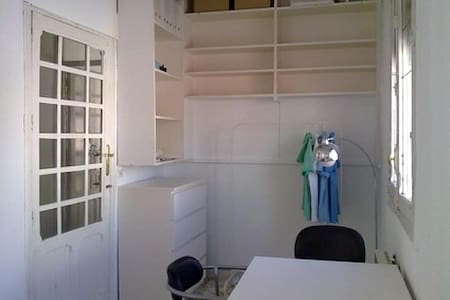 Semi-double room downtown (Sol) - Madrid - Apartment