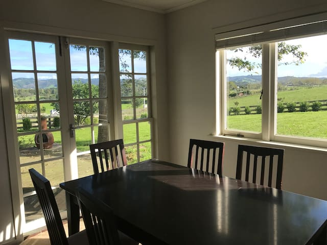 Cottage with scenic rural views - Auckland - Guesthouse