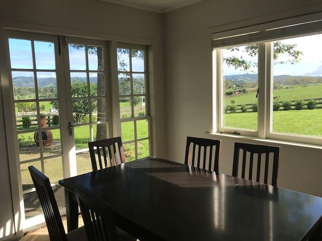 Cottage with scenic rural views - Auckland - Domek gościnny