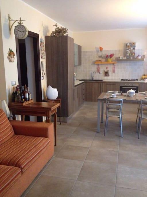 Casa a 2 piani 90mq centro townhouses in affitto a for Piani casa ultra contemporanei