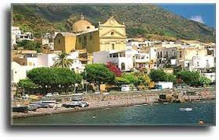 lemon rind - Santa Marina Salina - Cabin