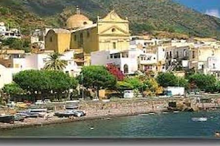 lemon rind - Santa Marina Salina - 小屋