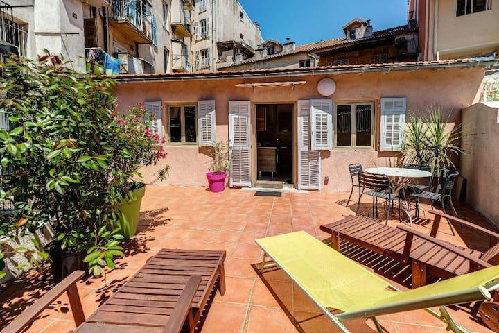 Port : Maison terrasse place du pin et garibaldi