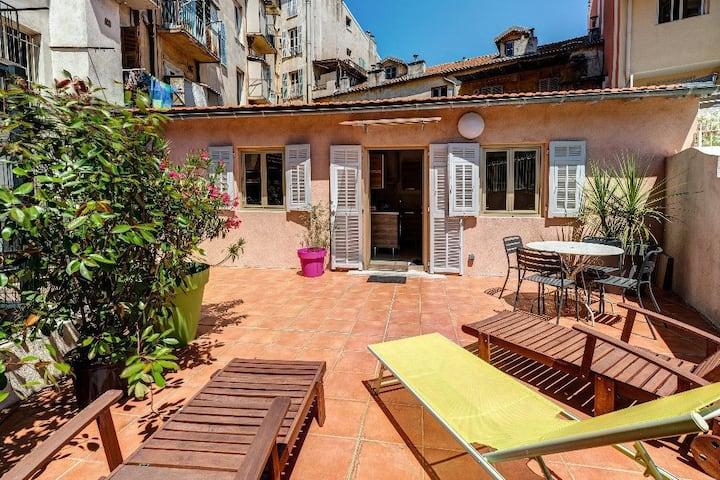 Port : Maison avec terrasse place du pin garibaldi