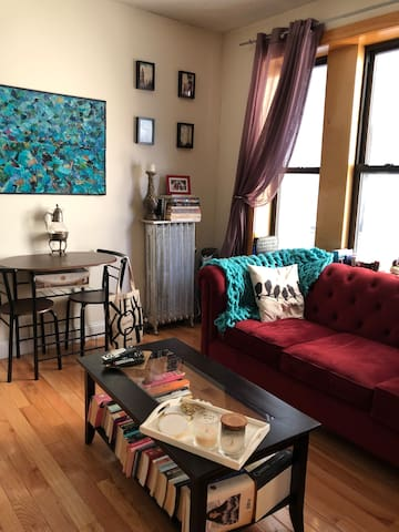Shared living room with access to Hulu, Netflix, Prime, and more.
