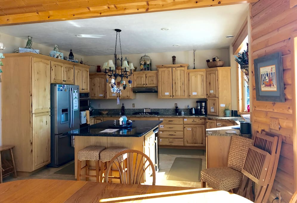 Fully equipped kitchen. Wonderful for preparing your meals.