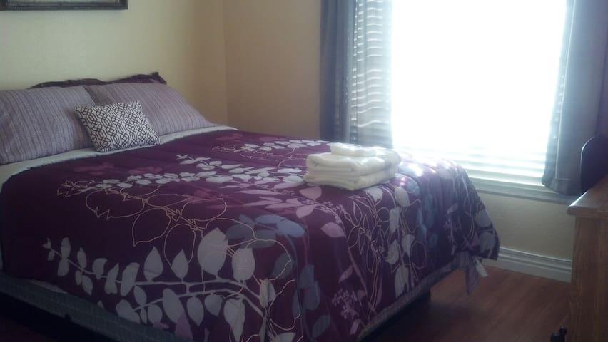 Many Prvt Rooms P/House 5min Strip! - Las Vegas - Hus
