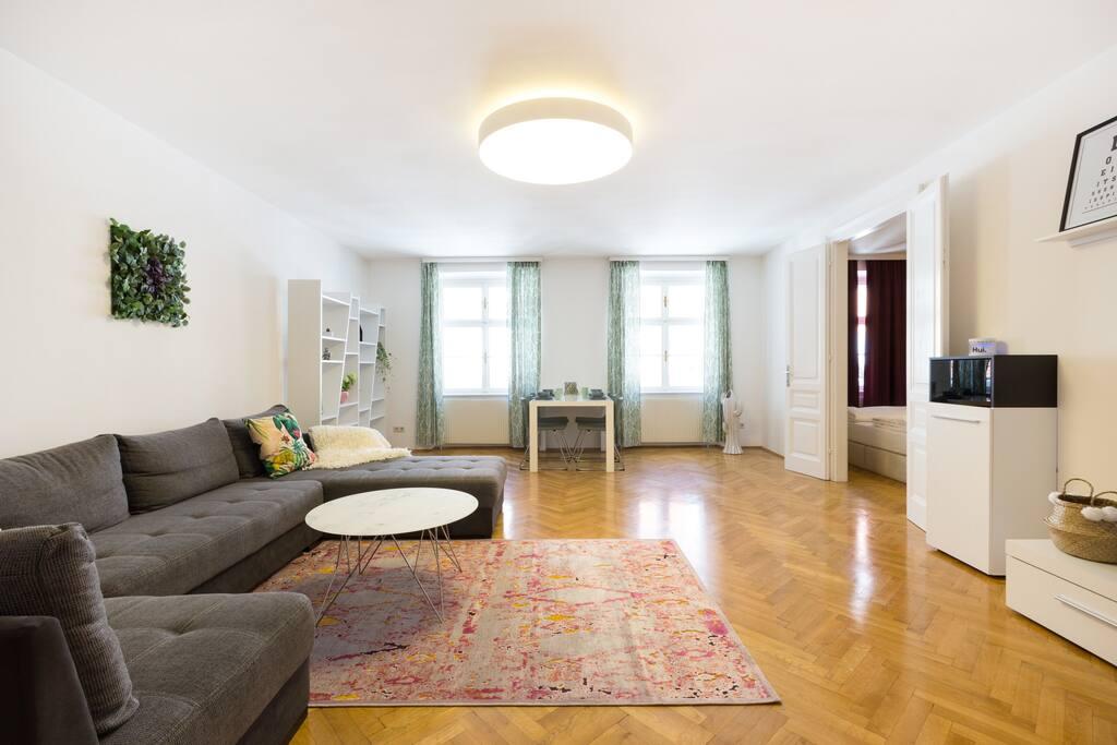 Superhost city center design apartment top 8 apartments for Design apartment milano city center duomo